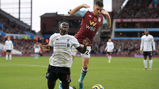 Pep cho rằng Sadio Mane đã ăn vạ ở trận Aston Villa 1-2 Liverpool