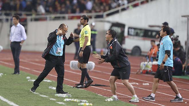 HLV Park Hang Seo bày tỏ sự vui mừng vì kết quả hòa sau khi kết thúc trận đấu