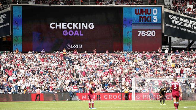 Việc áp dụng VAR ở Premier League và các quyết định của trọng tài liên quan đến VAR đã gây ra quá nhiều phiền toái