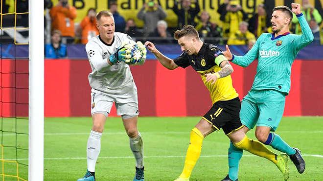 Barcelona và Dortmund đang trải qua thời kỳ tồi tệ, với quá nhiều vấn đề từ chuyên môn đến phòng thay đồ