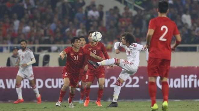 Tuấn Anh (số 21) chơi tuyệt hay trước UAE