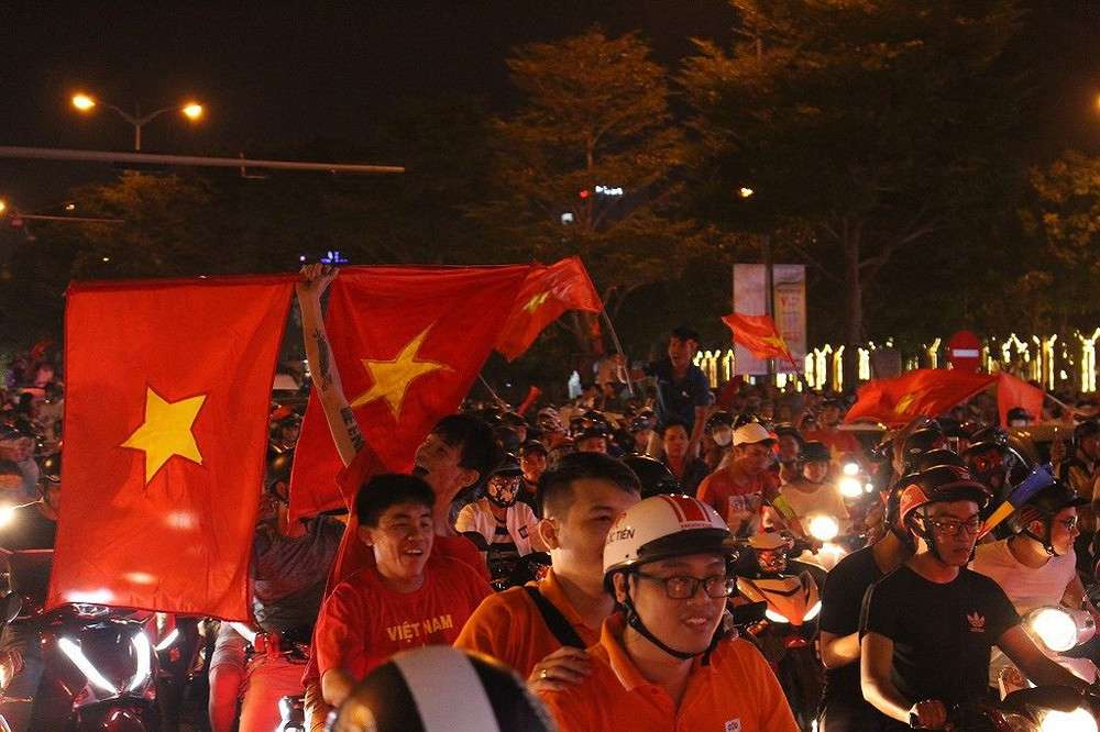 HLV Park Hang Seo đã đưa tất cả NHM bóng đá Việt Nam xích lại gần nhau