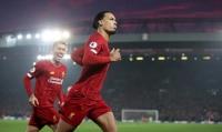CĐV Man United giận dữ khi cho rằng bàn mở tỷ số của Van Dijk phạm luật