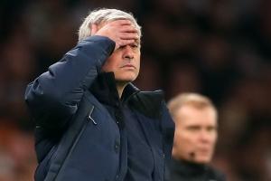 Mourinho hối hận vì đã cạo trọc đầu