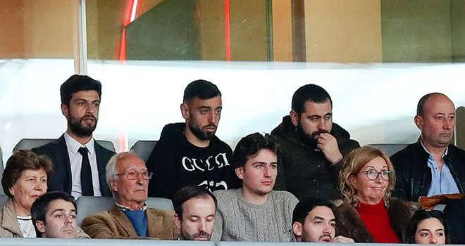 Bruno Fernandes trên khán đài chứng kiến đội bóng cũ thua Braga 0-1